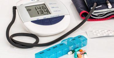 medidor de tension con los medicamentos