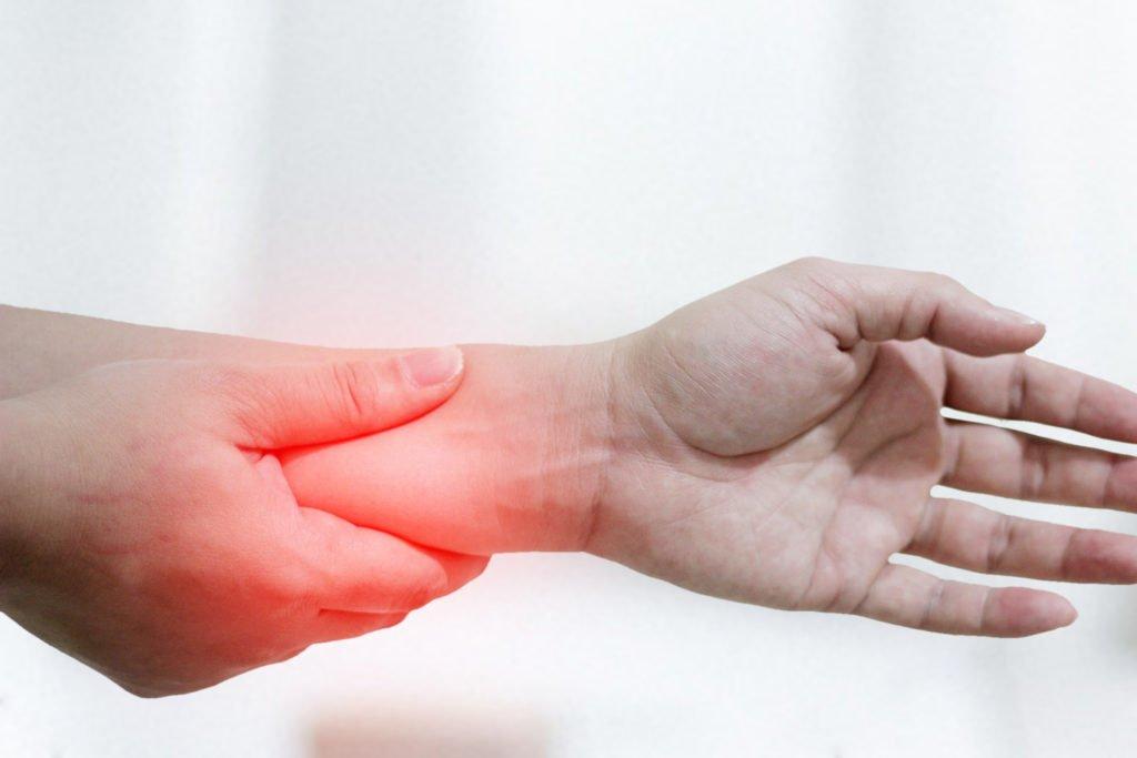 dolor auricular de la mano